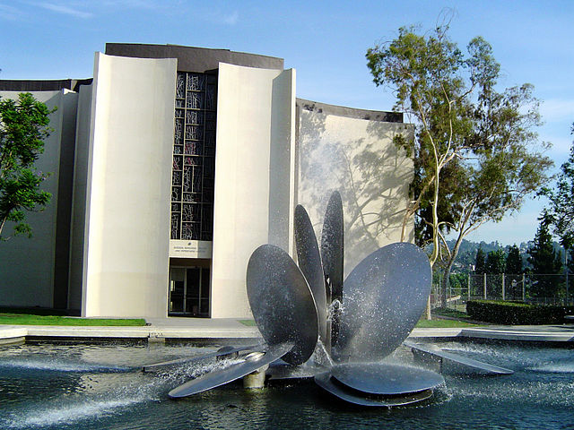 Herrick Memorial Chapel and fountain at Occidental College.