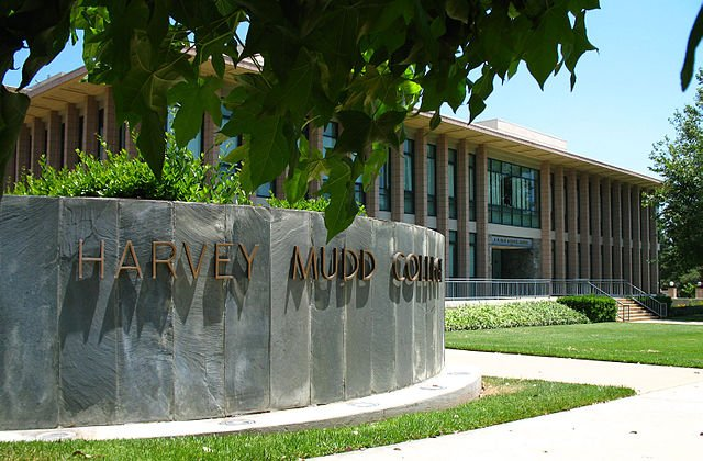 A building at Harvey Mudd College with a sign of the college's name.