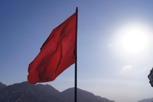There are a few student loan red flag warnings to look out for.