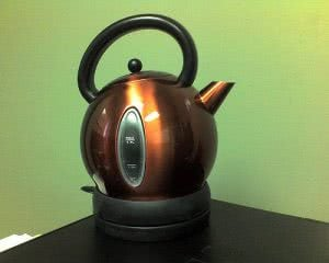 Coffee maker or tea pot - best gifts for college students