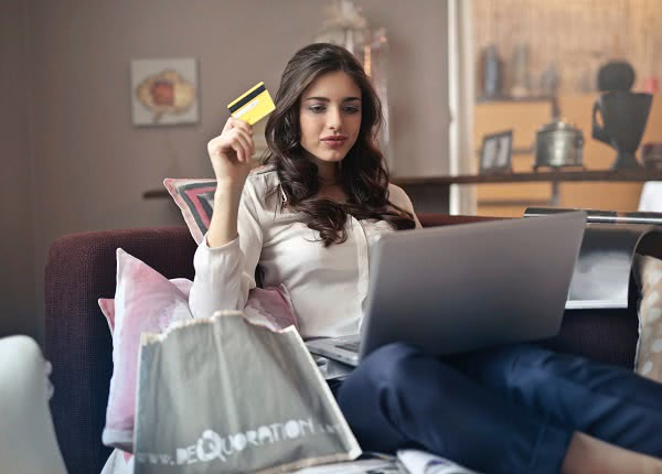 Student holding credit card wondering which type of loan requires that you pay the interest accumulated during college?